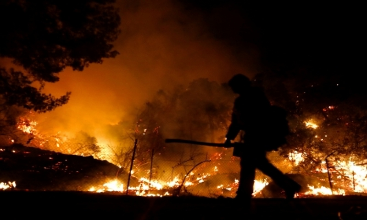 TeluguStop.com - 25,000 Residents Flee Wildfire In Southern California
