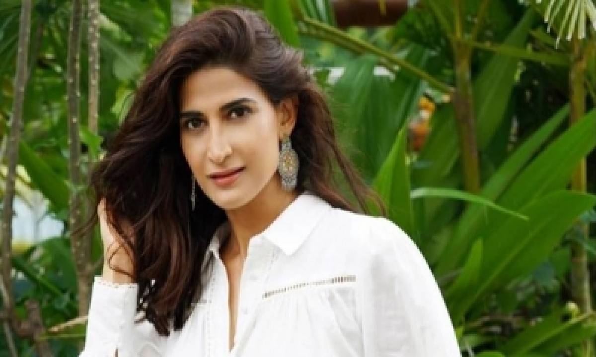 TeluguStop.com - Aahana Kumra: A Sprawling Gangster Saga Seems Like An Exciting Prospect