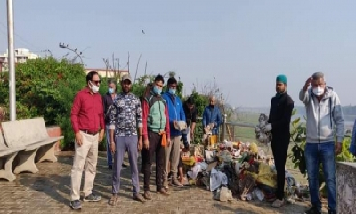 TeluguStop.com - Activists Remove Tons Of Garbage, Immersed Idols From Yamuna