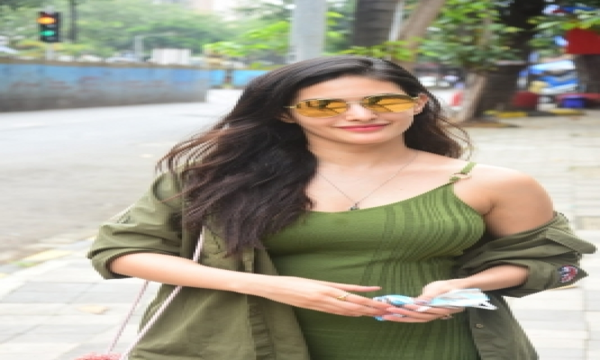 TeluguStop.com - Amyra Dastur Refutes Luviena Lodh's Drug Charges, Considers Legal Action