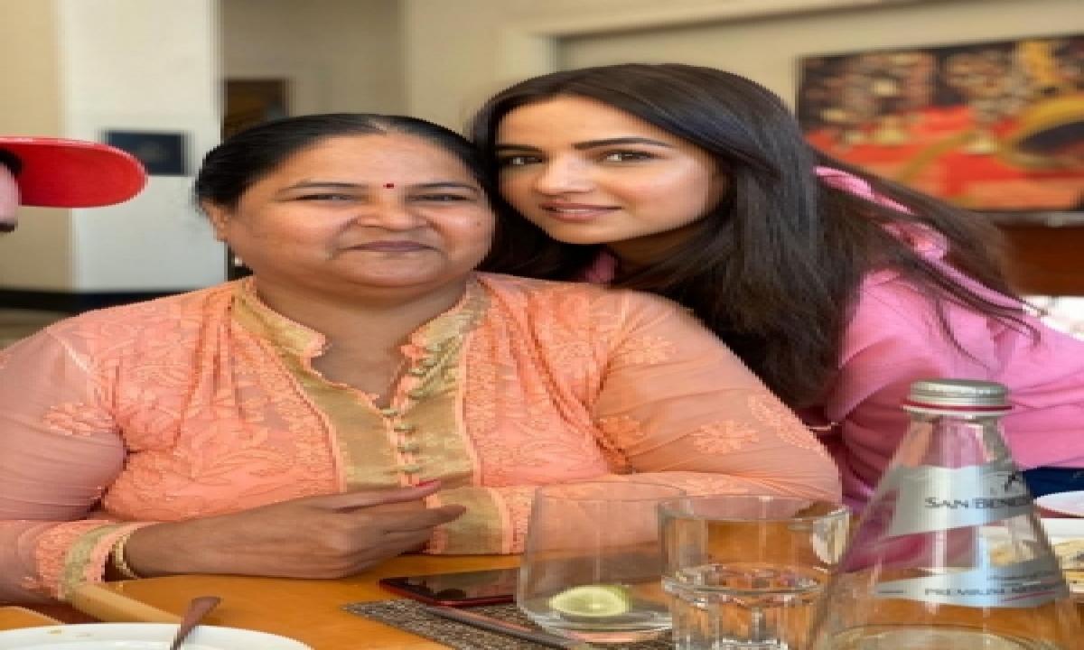 TeluguStop.com - Bigg Boss 14: Jasmin, Aly Are Best Friends, Says Actress' Mom