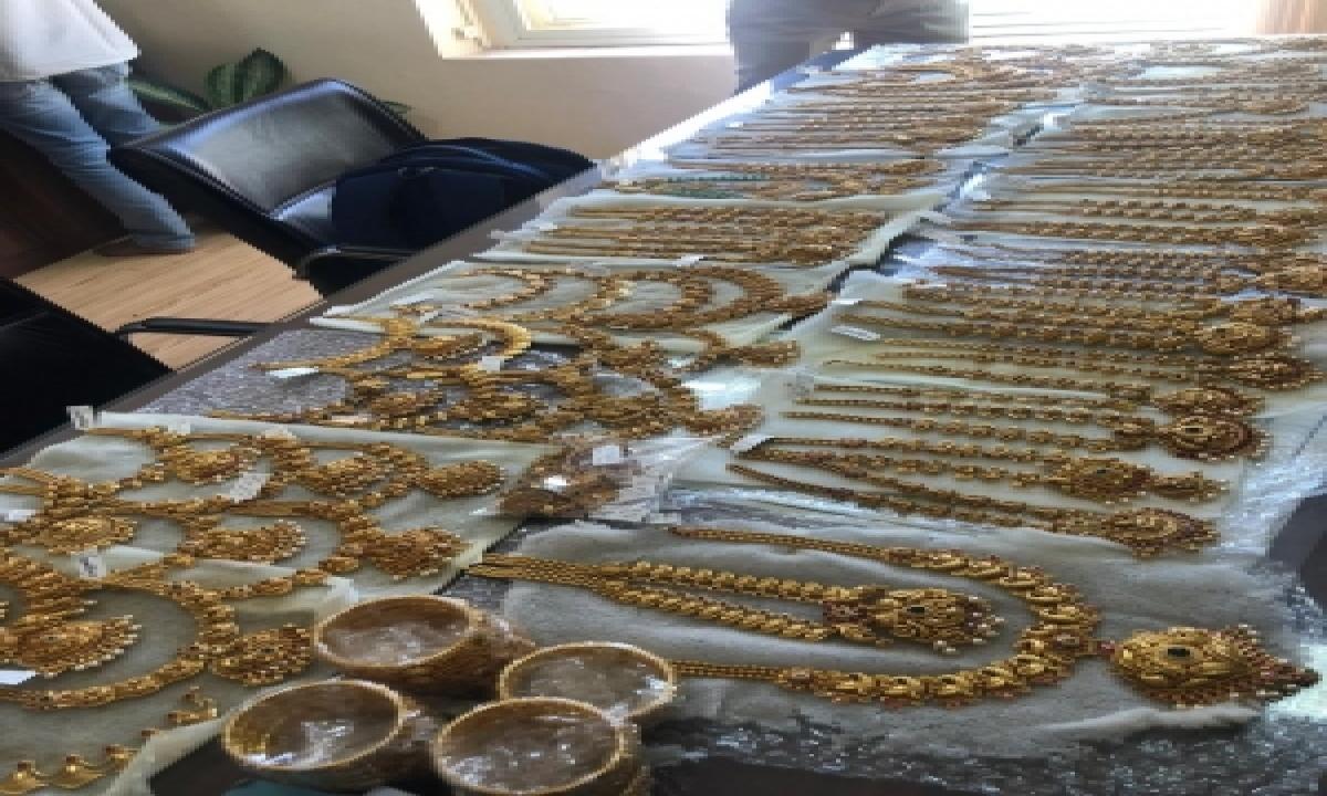 TeluguStop.com - B'luru Police Nab 2 With 6kg Unaccounted Gold Ornaments