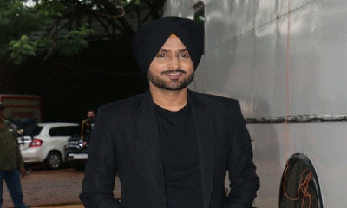 TeluguStop.com - Captaincy Not Affecting Kohli, Others Have To Step Up: Harbhajan