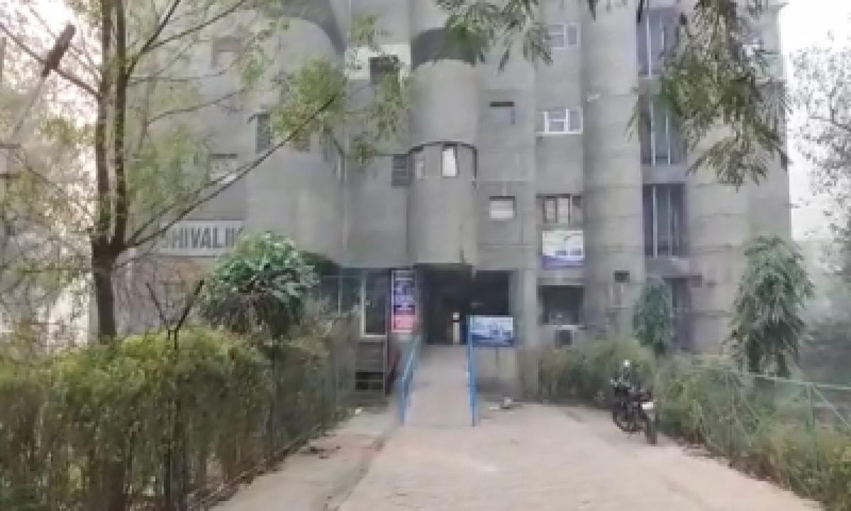 TeluguStop.com - Cbi Raids Its Own Officers In Ghaziabad In Graft Cases