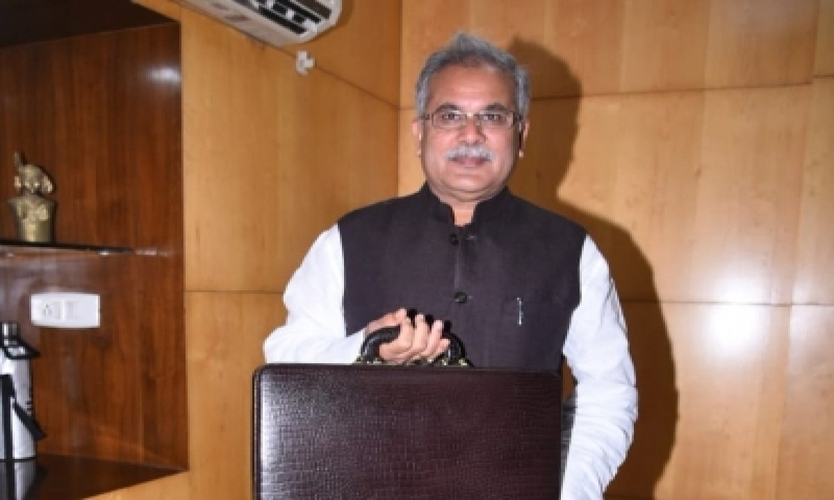TeluguStop.com - Chhattisgarh Cm Urges To Provide Free Vaccine On Priority Basis