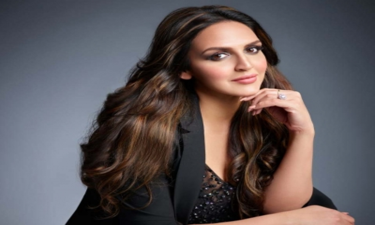 TeluguStop.com - Esha Deol Gets Imprints Of Her Children's Hands, Feet Preserved