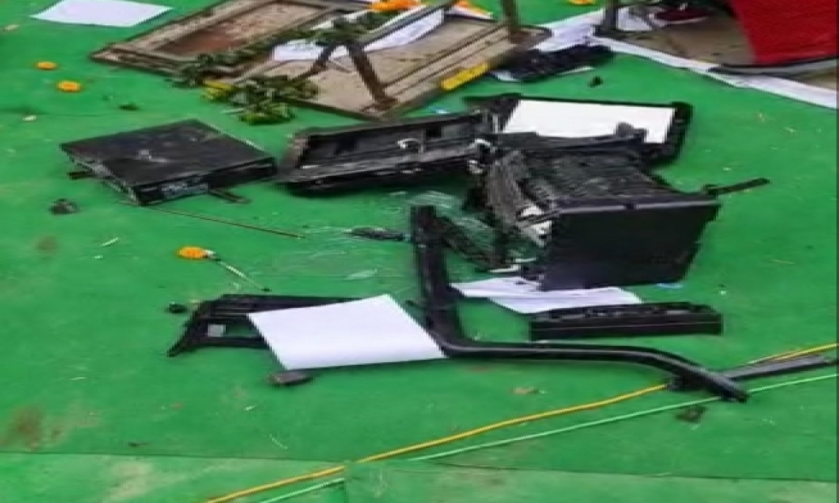 TeluguStop.com - Farmers Vandalise Khattar's 'kisan Mahapanchayat' Venue In Karnal (2nd Ld)