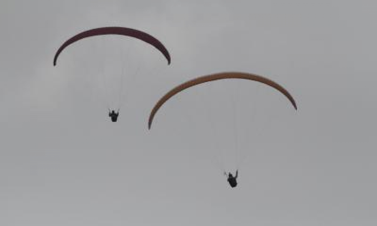 TeluguStop.com - French Paraglider Killed In Mishap In Himachal Pradesh