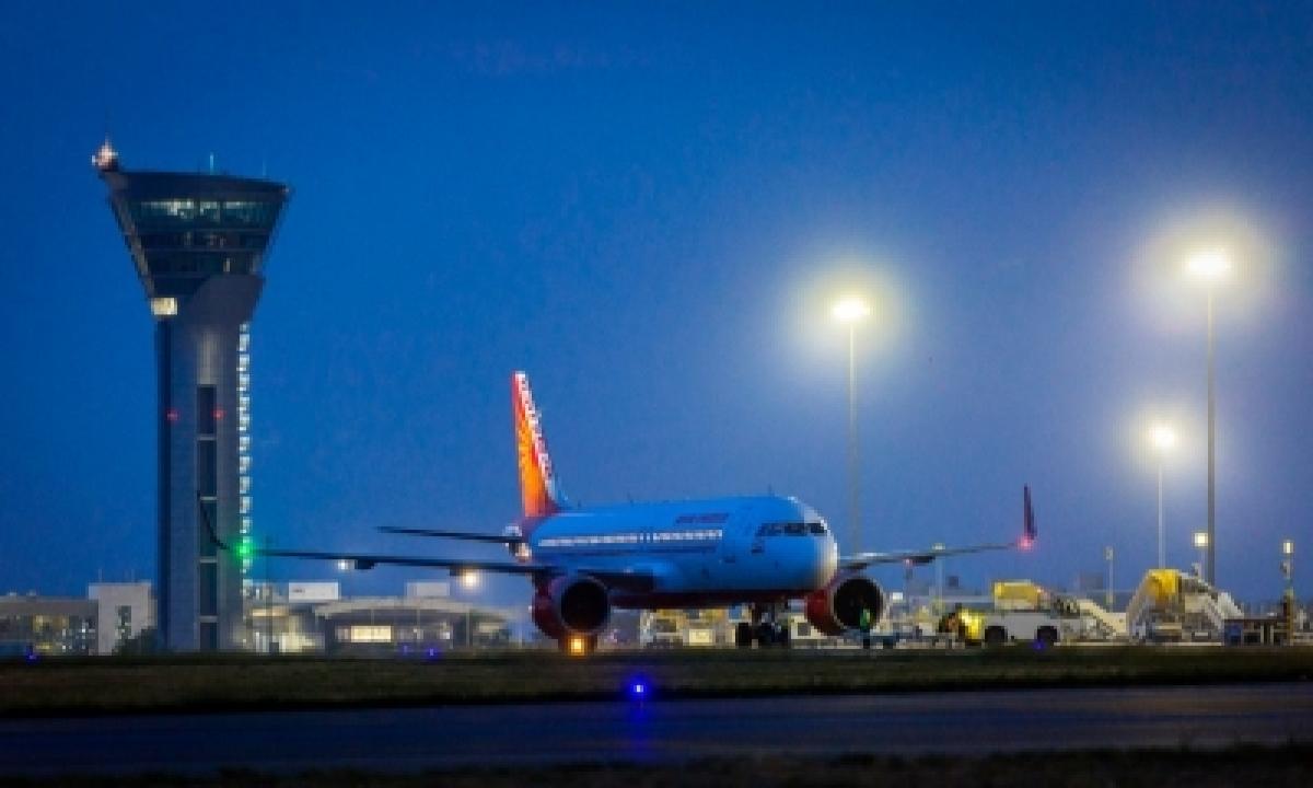 TeluguStop.com - Hyderabad Airport's Daily Passenger Footfall Jumps To 30,000