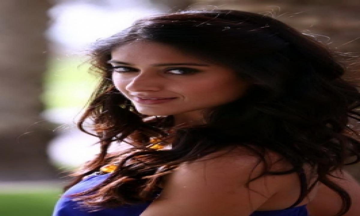 TeluguStop.com - Ileana D'cruz Calls Herself A Weirdo