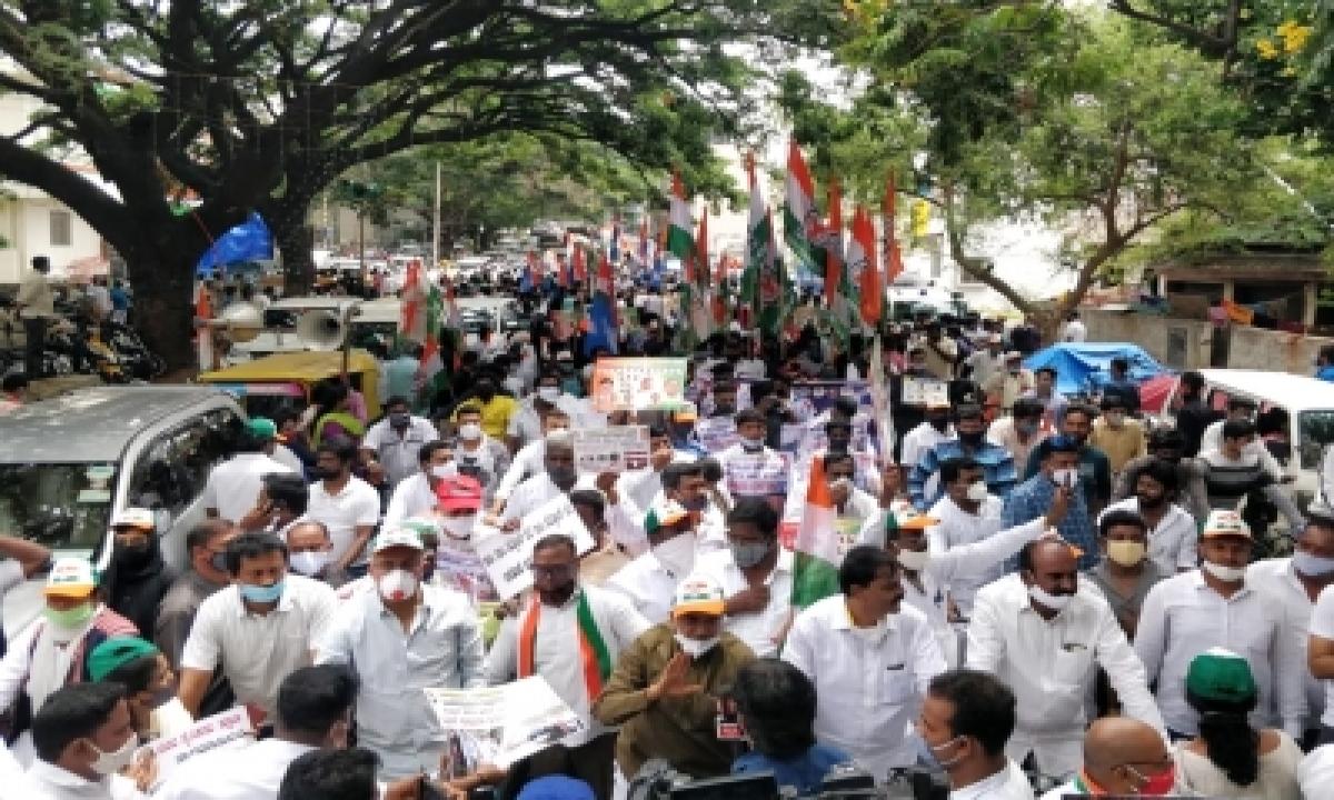 TeluguStop.com - K'taka Bjp Supporters Raise Pro-modi Slogans At Cong Rally