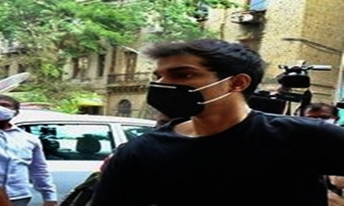 TeluguStop.com - Mumbai Court Grants Bail To Showik Chakraborty In Drugs Case (ld)