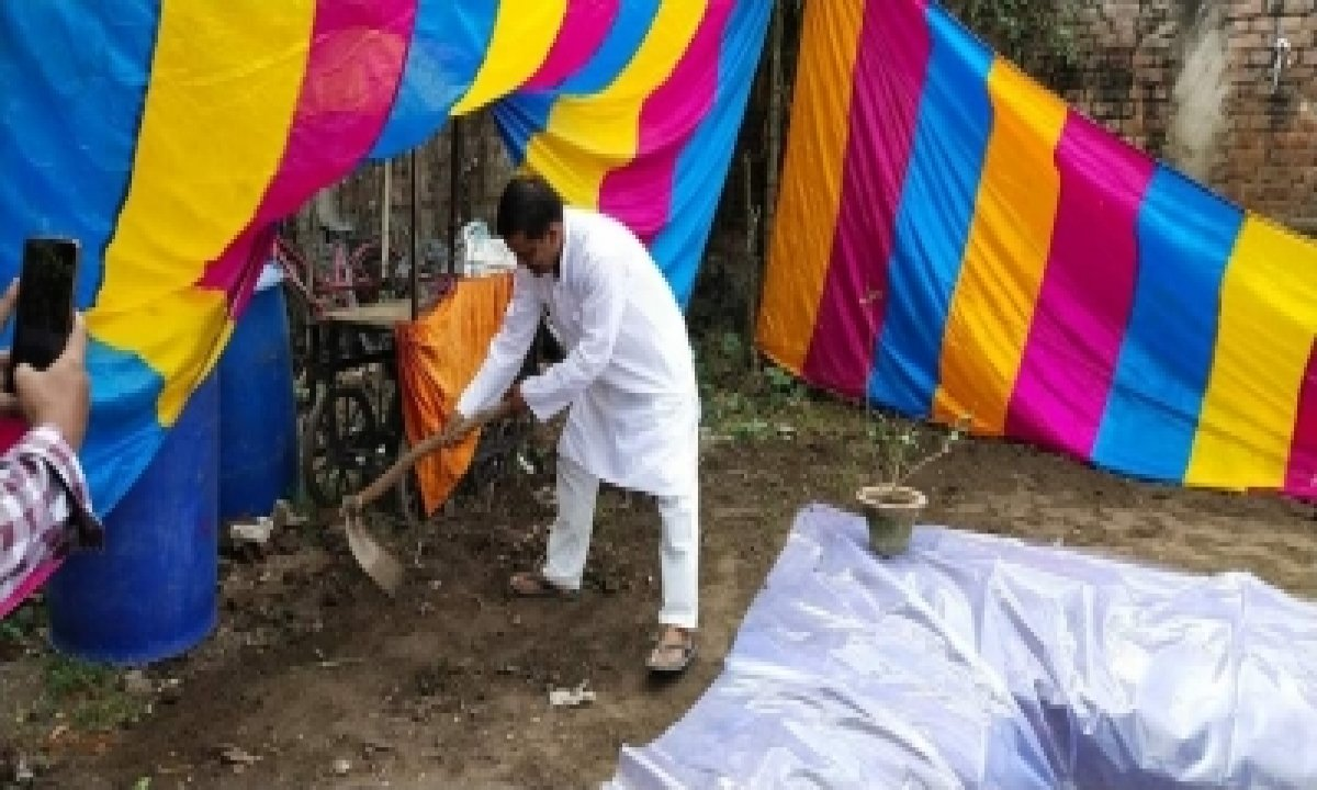 TeluguStop.com - Muslim Man Digs Reservoir In His Home For Chhat Festival (ians Special)