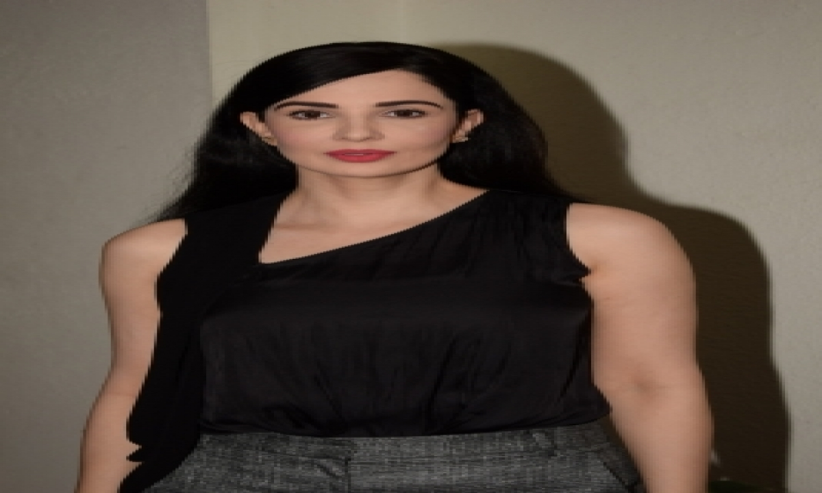 TeluguStop.com - Rukhsar Rehman Shares Experience Of Shooting With Daughter Aisha