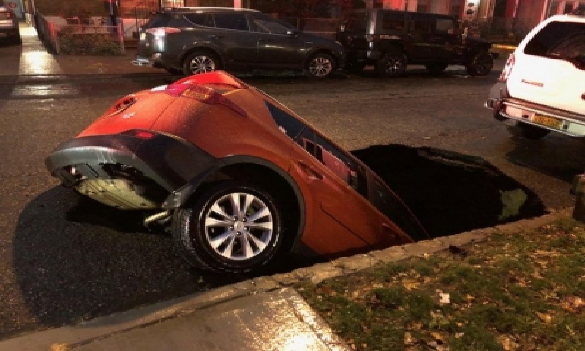 TeluguStop.com - Sinkhole In Nyc Swallows Suv