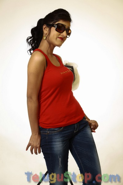 Divya singh new stills- Photos,Spicy Hot Pics,Images,High Resolution WallPapers Download