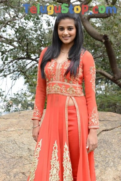 Priyamani new stills- Photos,Spicy Hot Pics,Images,High Resolution WallPapers Download