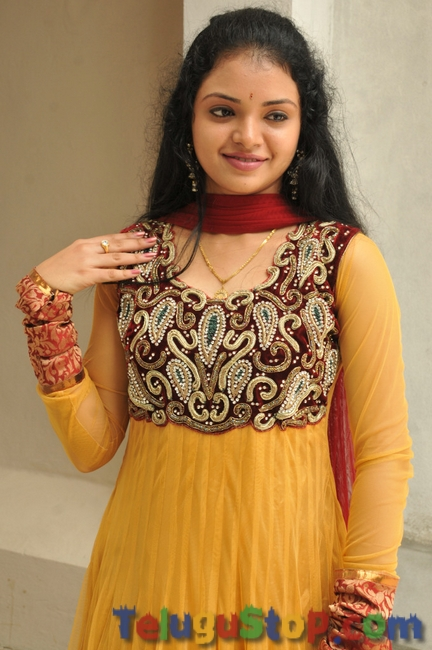 Supraja new stills 2- Photos,Spicy Hot Pics,Images,High Resolution WallPapers Download