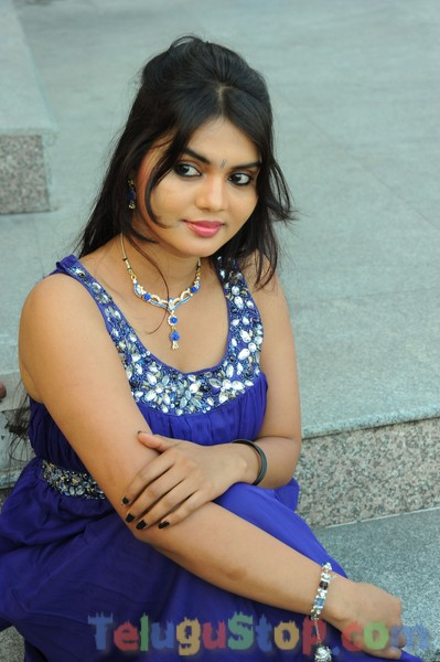 Supriya new stills 2- Photos,Spicy Hot Pics,Images,High Resolution WallPapers Download