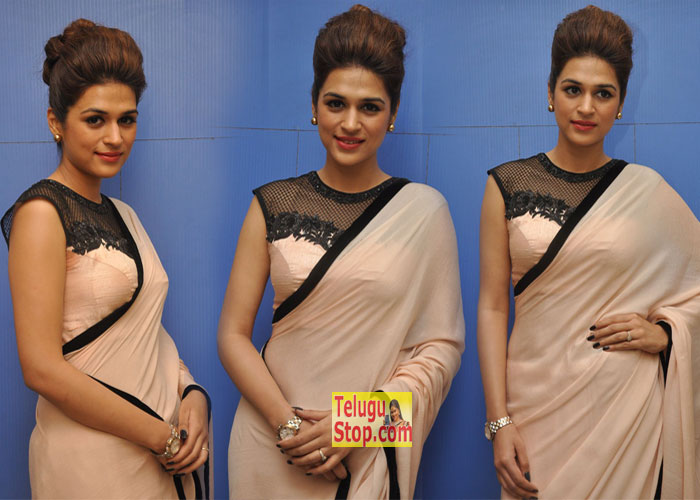 Shraddha Das New Stills--Telugu Actress Hot Photos Shraddha Das New Stills---