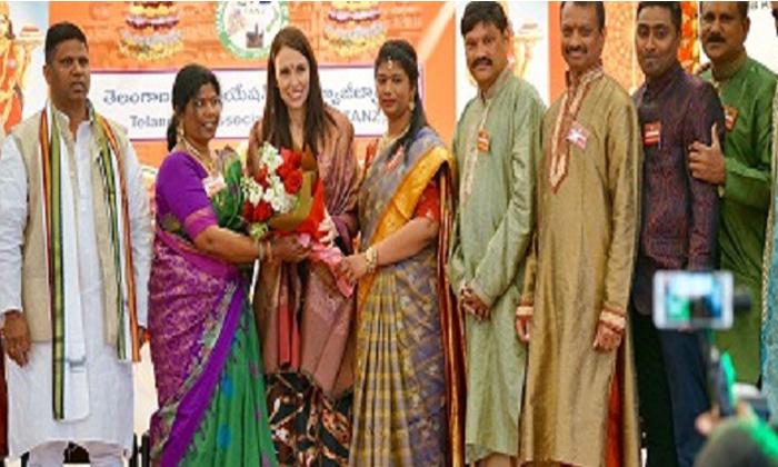 న్యూజిలాండ్ లో బతుకమ్మ..చిందేసిన ప్రధాని..-Telugu NRI-Telugu Tollywood Photo Image