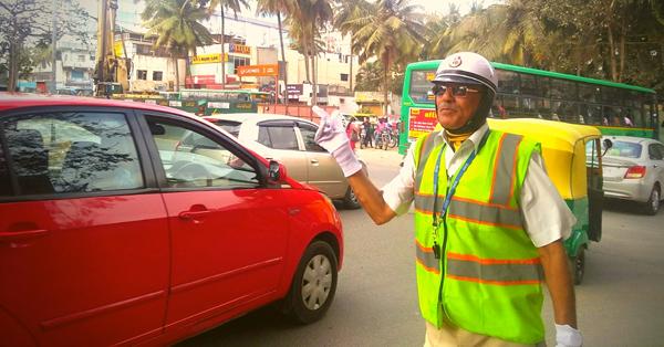 82 వయస్సులో ఈ పెద్దాయన ఏం చేస్తున్నాడో తెలిస్తే, ఆయనకు సెల్యూట్ చేయడంతో తల దించుకోవడం ఖాయం-General-Telugu-Telugu Tollywood Photo Image
