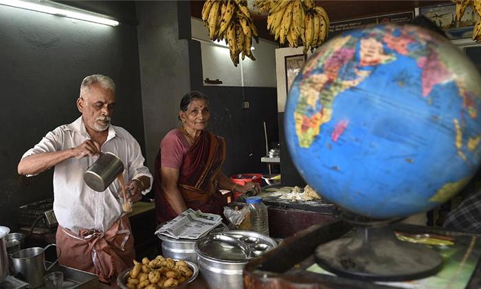 కాఫీవాలా దంపతులు అప్పులు చేసి 23 దేశాల్లో టూర్.. వీరు ఏ ఒక్కరిని మోసం చేయలేదు, నిజం ఏంటంటే-General-Telugu-Telugu Tollywood Photo Image