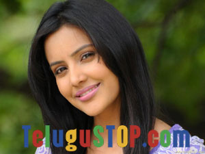 Priya Anand -Telugu Tollywood Movie Actress/Heroine Profile & Biography