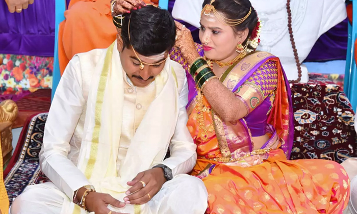 Meet The New Age Brides Tying Mangalsutras To Grooms- Telugu Viral News Meet The New Age Brides Tying Mangalsutras To Grooms--Meet The New Age Brides Tying Mangalsutras To Grooms-