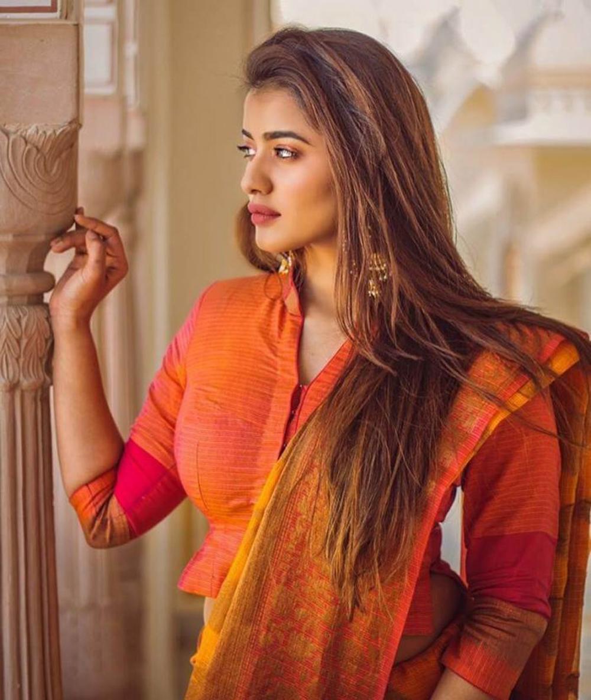 allu arjun romance next with ketika sharma - Telugu Tollywood Movie Cinema Film Latest News Allu Arjun Romance Next With Ketika Sharma -