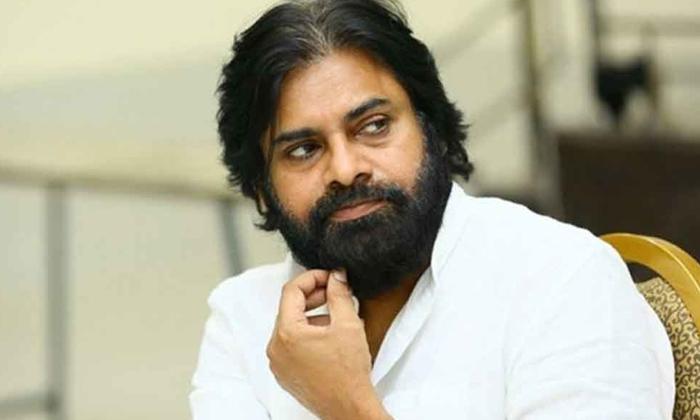 పవన్ కోసం పాత కథలకు దుమ్ము దులుపుతున్న దర్శకులు-Movie-Telugu Tollywood Photo Image