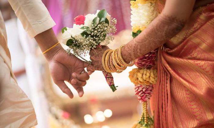 దారుణం : భార్య చదువుల కోసం 25 లక్షలు ఖర్చు చేశాడు… చదువయ్యాక ఆమె అసలు బుద్ది చూపింది-General-Telugu-Telugu Tollywood Photo Image
