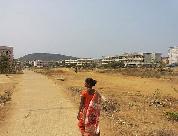 Woman Running On The Road And People Taking Photos - Telugu Viral News Woman Running On The Road And People Taking Photos -