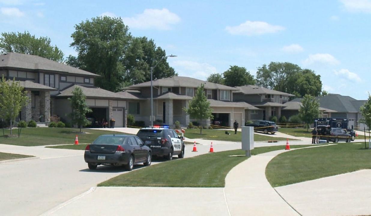 4 People Found Dead In An Iowa House After Guest Runs Out - Telugu NRI USA America Latest Daily News Stop (తెలుగు ప్రపంచం అంతర్జాతీయ అమెరికా ప్రవాసాంధ్రుల తాజా వార్తలు)- Visa Immigration,Events,Orga