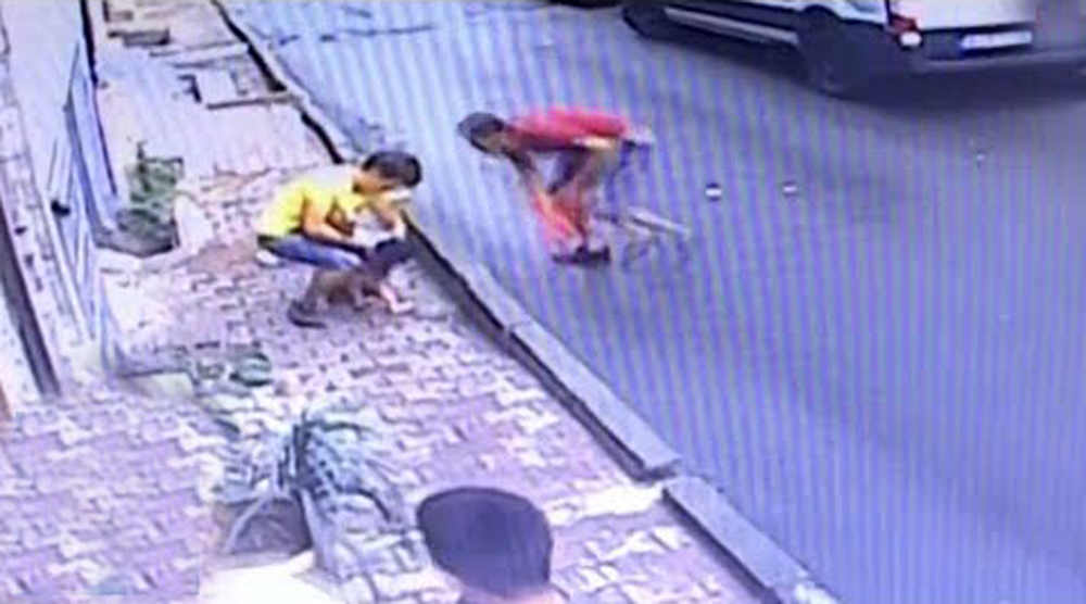 Baby Falls From Second Floor Caught By Teenager Hair Raising Video - Telugu Viral News Baby Falls From Second Floor Caught By Teenager Hair Raising Video -