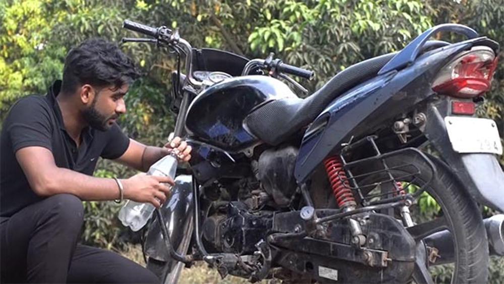 Hero honda Glamour bikes fuel tank filled with coca cola - Telugu Viral News Hero Honda Glamour Bikes Fuel Tank Filled With Coca Cola -