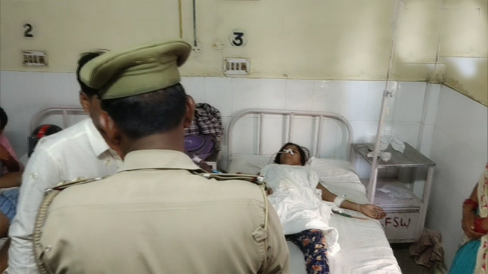 Up 15 Year Old Girl Attacked With Knife By Father - Telugu Viral News Up 15 Year Old Girl Attacked With Knife By Father -