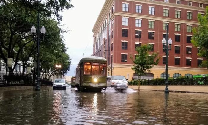 Flooded New Orleans Braces For Likely Hurricane - Telugu NRI USA America Latest Daily News Stop (తెలుగు ప్రపంచం అంతర్జాతీయ అమెరికా ప్రవాసాంధ్రుల తాజా వార్తలు)- Visa Immigration,Events,Organizations,