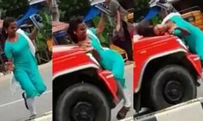 అతివేగం తో యువతిని ఢీకొన్న వాహనం-General-Telugu-Telugu Tollywood Photo Image