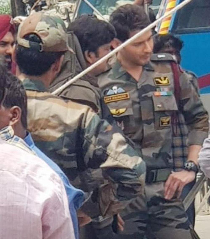 Mahesh Latest Pic Leak From Sarileru Neekevvaru Movie Making - Telugu Tollywood Movie Cinema Film Latest News Mahesh Latest Pic Leak From Sarileru Neekevvaru Movie Making -