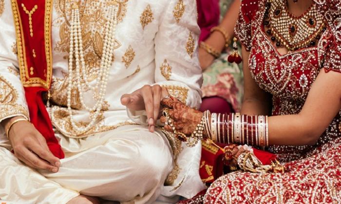 సీన్ రివర్స్ : పెళ్లికి కొన్ని గంటలు ఉండగా లేచి పోయిన వధువు, అయినా ఆగని పెళ్లి లక్ అంటే ఇతడిదే-General-Telugu-Telugu Tollywood Photo Image