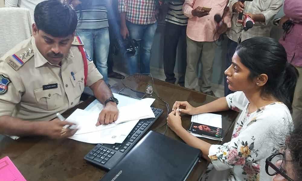 Swetha Reddy And Gayatri Gupta Appeal To Ncw To Ban Big Boss - Telugu Tollywood Movie Cinema Film Latest News Swetha Reddy And Gayatri Gupta Appeal To Ncw Ban Big Boss -