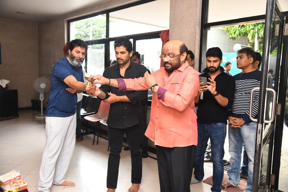 Trivikram And Allu Arjun Movie Is Now Under Dubbing - Telugu Tollywood Movie Cinema Film Latest News Trivikram And Allu Arjun Movie Is Now Under Dubbing -