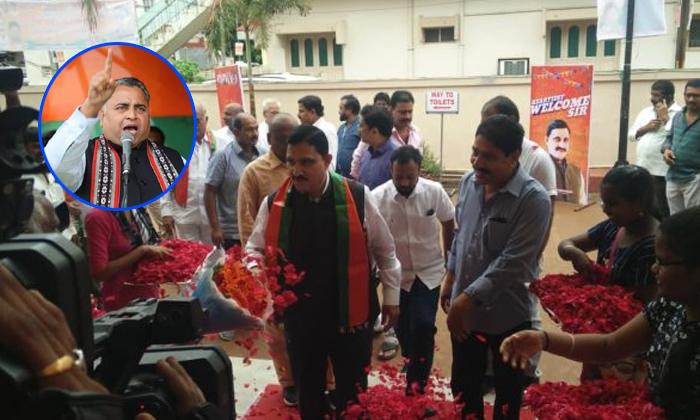 ఏపీ బీజేపీ సీఎం అభ్యర్థిగా వైఎస్ చౌదరి -Political-Telugu Tollywood Photo Image