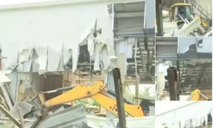 Chandra Babu Naidu's Residence Has Been Demolished-Krishna River Beside Ycp