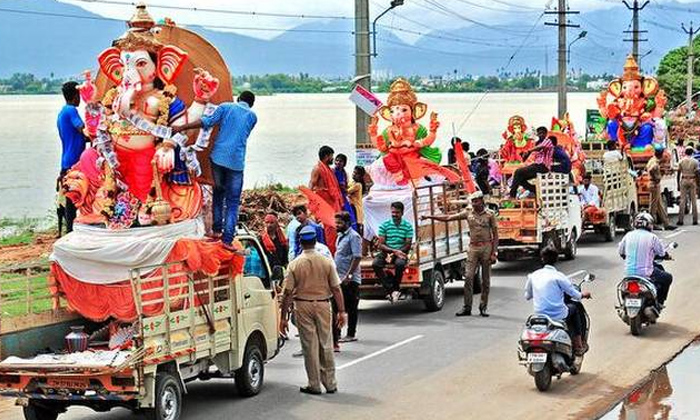 Hyderabadh Police Give The Instructer To Ganesh Immersion-telangana Police,two Days Holidays-Telugu Trending Latest News Updates Hyderabadh Police Give The Instructer To Ganesh Immersion-telangana Two-Hyderabadh Police Give The Instructer To Ganesh Immersion-Telangana Two Days Holidays