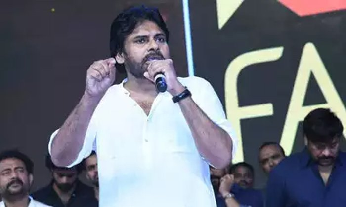 Pawan Kalyan Comments On Saira Narasimha Reddy-Pawan Pawan Once Again Repate The Same Dialouge In Pree Release Function. Interfaill Issue Sucide Intermidiate Time