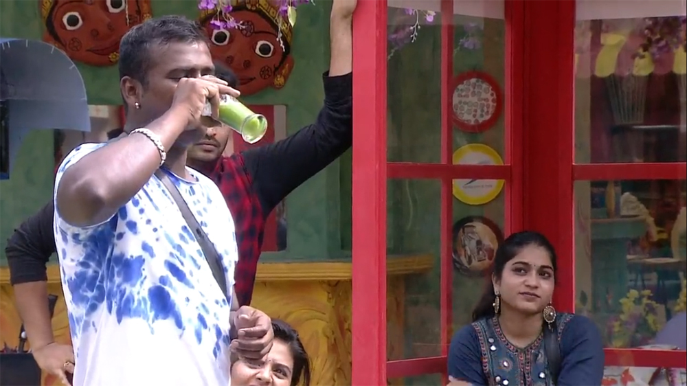 Telugu Punarnavi Kiss The Rahul, Rahul And Punarnavi, Rahul Drink The 20 Glass Of Bitter Gourd, Telugu Big Boss-