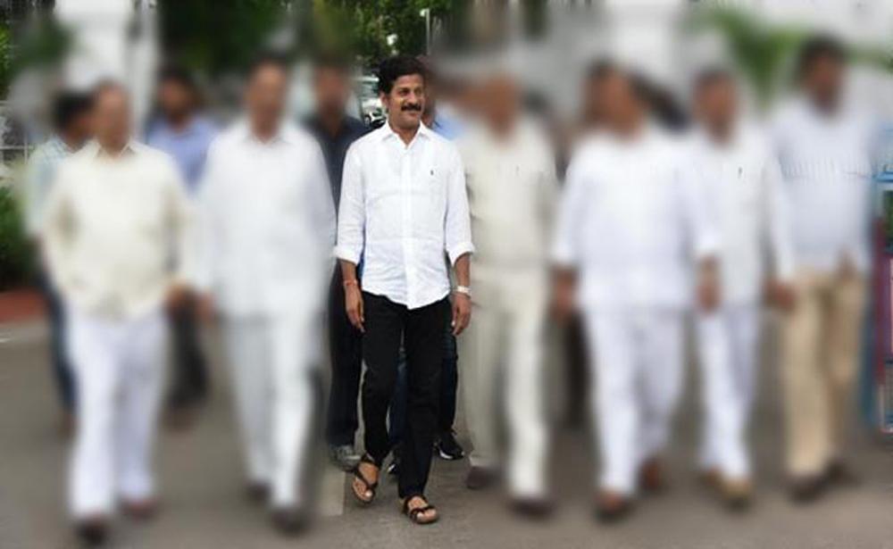 Telugu Bhatti Vikramarka, Harish Rao, Kcr, Ktr, Padayatra, Revanth Reddy, Revanth Reddy Padayatra, Telangana Congress, Trs, Utham Kumar-Telugu Political News