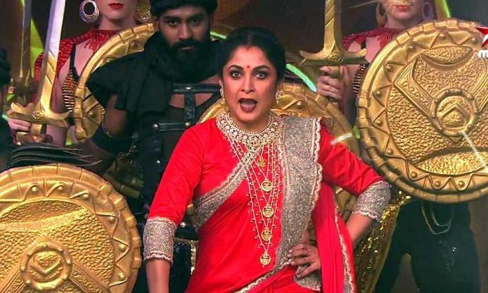 ప్రేక్షకులకు పెద్ద ట్విస్ట్ ఇచ్చిన శివగామి-Movie-Telugu Tollywood Photo Image